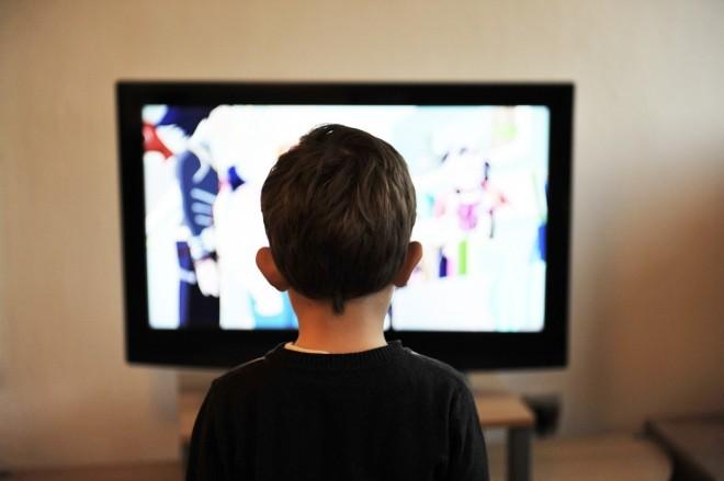 ukljucen-vam-je-tv-u-prisustvu-dece
